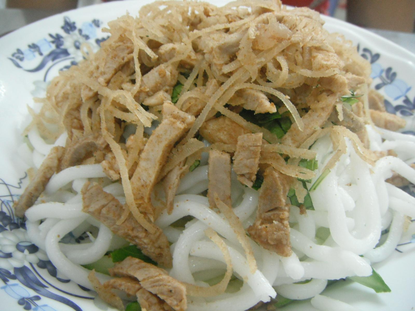 Bún Tằm Bì – Rough Rice Noodles with, Pickled Vegetables ...